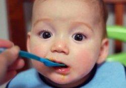 Своевременно начатый прикорм малыша рыбой снижает риск развития астмы