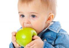 4 из 10 младенцев дают твердую пищу слишком рано