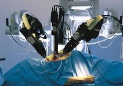 Врачи из США впервые в мире прооперировали беременную с помощью робота-хирурга