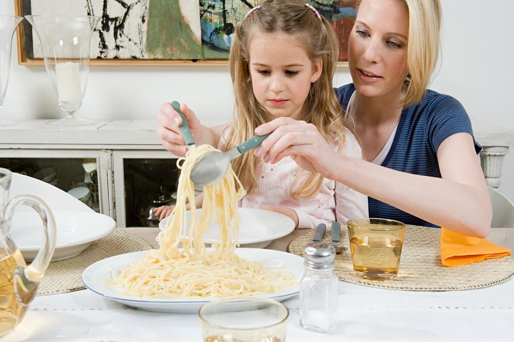 Кормление ребенка через силу – причина его ожирения в будущем