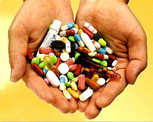 Родители дают детям опасные лекарства