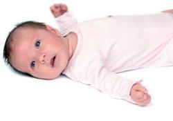 Доказано наукой: грудничкам можно лежать в кроватке на спине