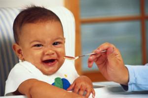 Время начала приема твердой пищи ребенком связано с риском развития сахарного диабета