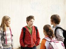 Симптомы неизвестной природы возникают у детей, сталкивающихся с издевательствами