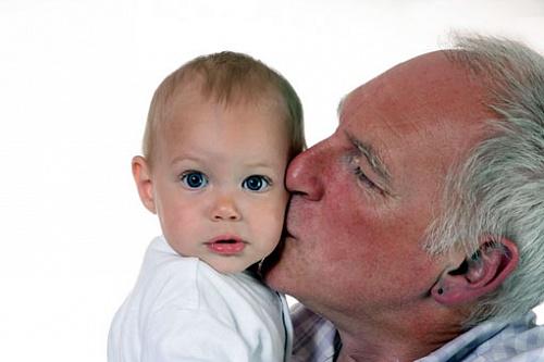 Зачиная ребенка после 40 лет, отец дарует ему долголетие