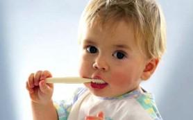 Чистим зубки малышам