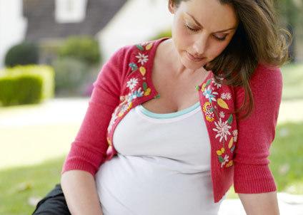 Депрессия во время беременности изменяет структуру мозга плода, выяснили ученые