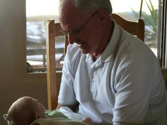 Пожилой возраст отцов повышает риск психических отклонений у детей