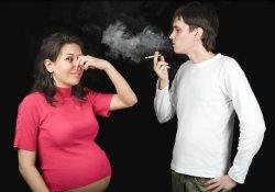 Пассивное курение ведет к неизбежным осложнениям беременности