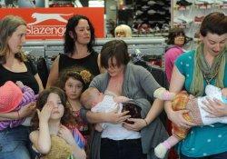 Молочный флешмоб, или не злите кормящую маму