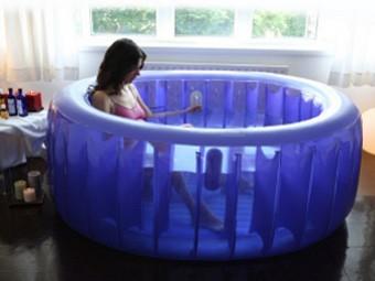 Британок попросили не рожать в бассейнах