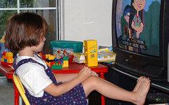 Ученые доказали негативное влияние шума телевизора на развитие речи ребенка
