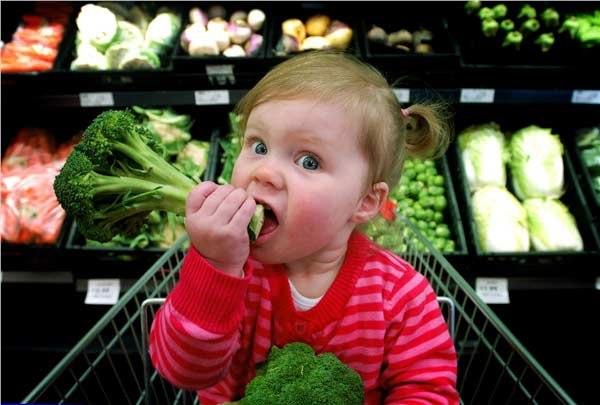 Приучить ребенка есть овощи и фрукты проще, чем кажется
