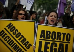 Победа сторонников абортов в Испании: правительство пошло на уступки