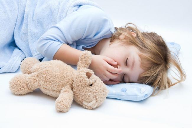 Как правильно будить детей по утрам