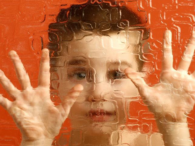 К аутизму приводит переизбыток хлора в головном мозге
