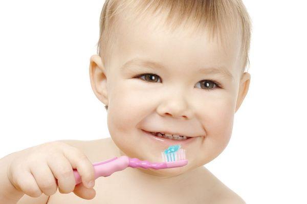 Чистка детских зубов: маленькие хитрости