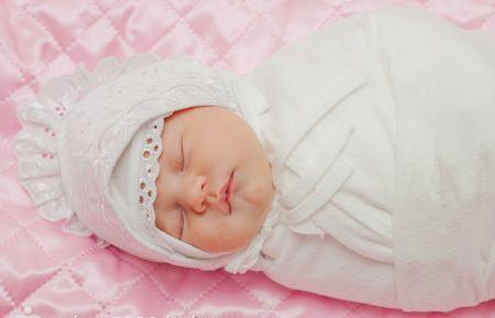 Какая нужна одежда для новорожденного на выписку из роддома
