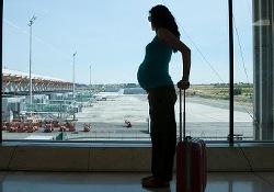 Беременность и авиаперелеты: можно, но очень осторожно