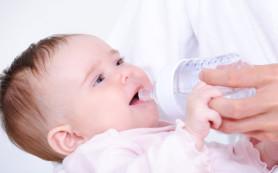 Вода для новорожденного: как поить младенца водой