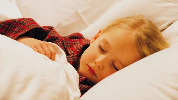 Скрежет зубами во сне у ребёнка и связь с глистами