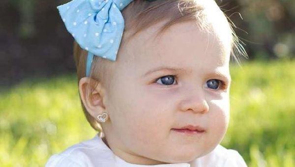 Проколотые для сережек детские уши могут приравнять к насилию над ребенком