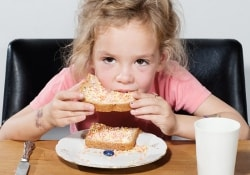 Семейная «самодиагностика» аллергии у детей может привести к их недоеданию