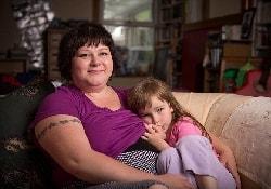 Британка решила кормить дочку грудью до 10-летнего возраста
