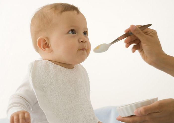 Ученые: не мешайте ребенку бросаться манной кашей