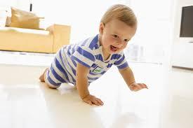 В каком возрасте ребёнок может начать ползать