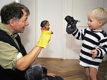 Шутки и игры помогают развить у детей важные навыки