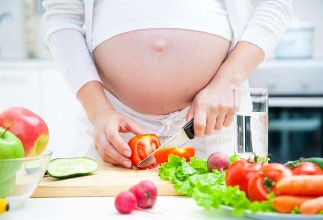 Почему во время беременности не стоит есть нездоровую пищу