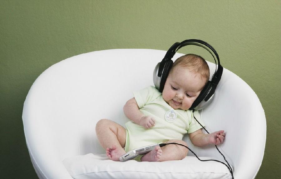 Музыкальные игры и занятия положительно влияют на мозг младенцев