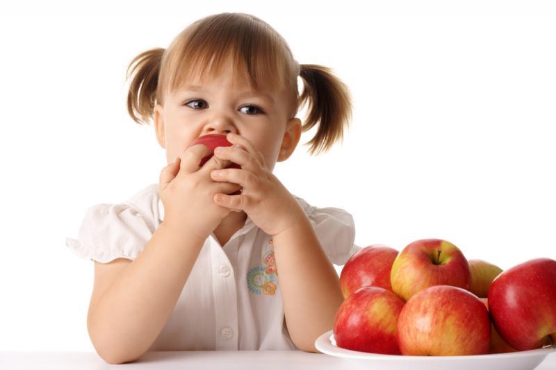 Ученые определили: дети больше всего любят яблоки и бананы