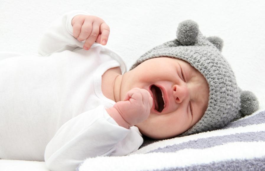 Колики у младенцев: неприятность для мам и пап