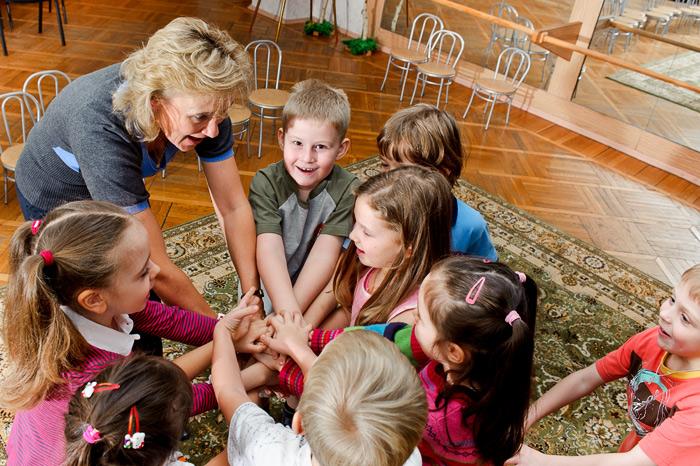 Плохая коммуникабельность у ребенка вызвана дискриминацией в семье