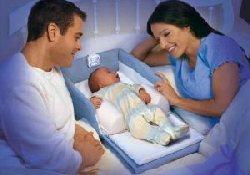 Материнское пение успокаивает плачущих младенцев эффективнее ласковой речи