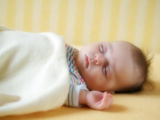 Сон на спине снижает риск синдрома внезапной детской смерти