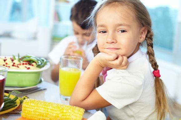 Завтрак помогает повысить успеваемость в школе