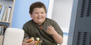 Исследование: лишний вес ухудшает умственные способности ребенка