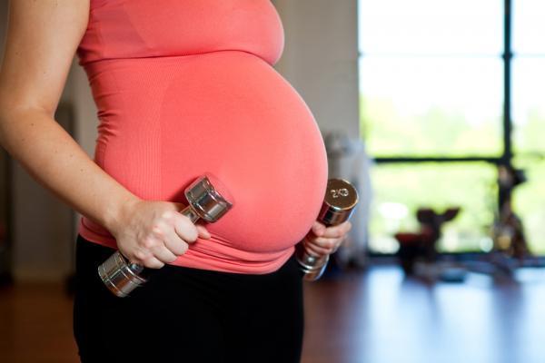 Занятия во время беременности женщины укрепляют здоровье малыша