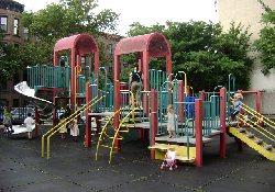 Детские площадки опасны для детей не только получением травмы…