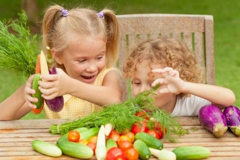 Как приучить ребенка есть полезные продукты
