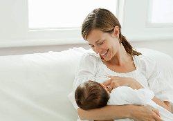 При длительном грудном вскармливании рацион детей нужно дополнять витамином D