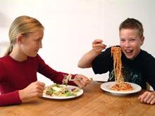 Поздние ужины не приводят к ожирению у детей