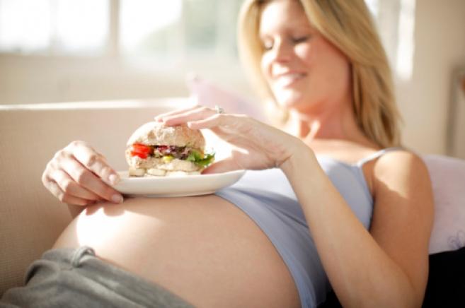 Питание в начале беременности влияет на интеллект ребенка