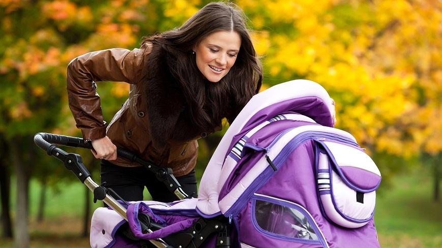 Как правильно гулять с маленьким ребенком