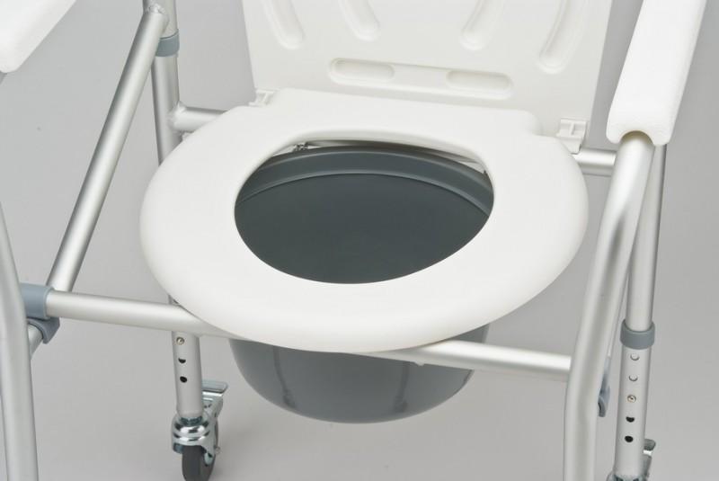 Особенности удобного кресла-коляски для инвалидов с туалетом