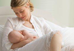 Для недоношенных детей материнское молоко – и пища, и «сердечное лекарство»