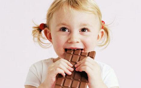 Стоит ли давать ребенку шоколад